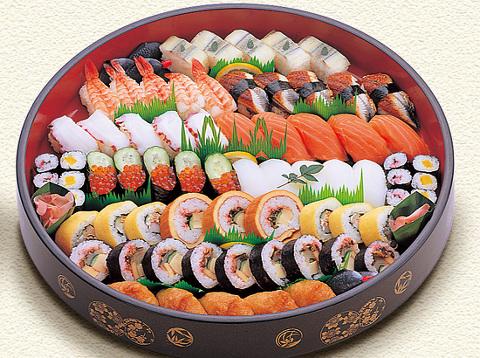 es que a la hora de montar nuestros rollos/nigiris/sashimi, etc, tengamos buena imaginacion y logremos darle literalmente vida a nuestra bandeja.